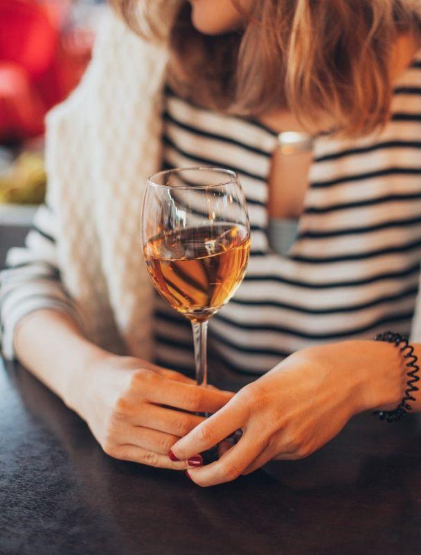 Mujeres y alcohol: una adicción silenciosa