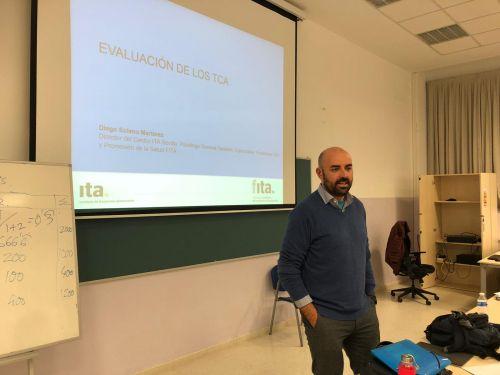 Diego Solano, Director del Centro Ita Abb Sevilla, imparte una clase magistral sobre TCA en la Universidad de Sevilla
