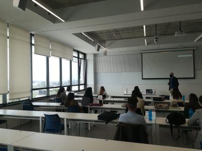 Diego Solano, director de ABB Sevilla, visita la Universidad Loyola de Sevilla
