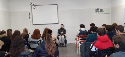 Darío Salcedo del Instituto Guttmann, visita a los pacientes de Ita Argentona TC para contarles su historia
