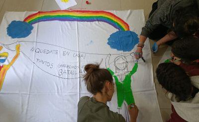 """""""Todo saldrá bien"""": los arcoíris invaden las ventanas del centro de UPG y TCA de Ita Argentona"""